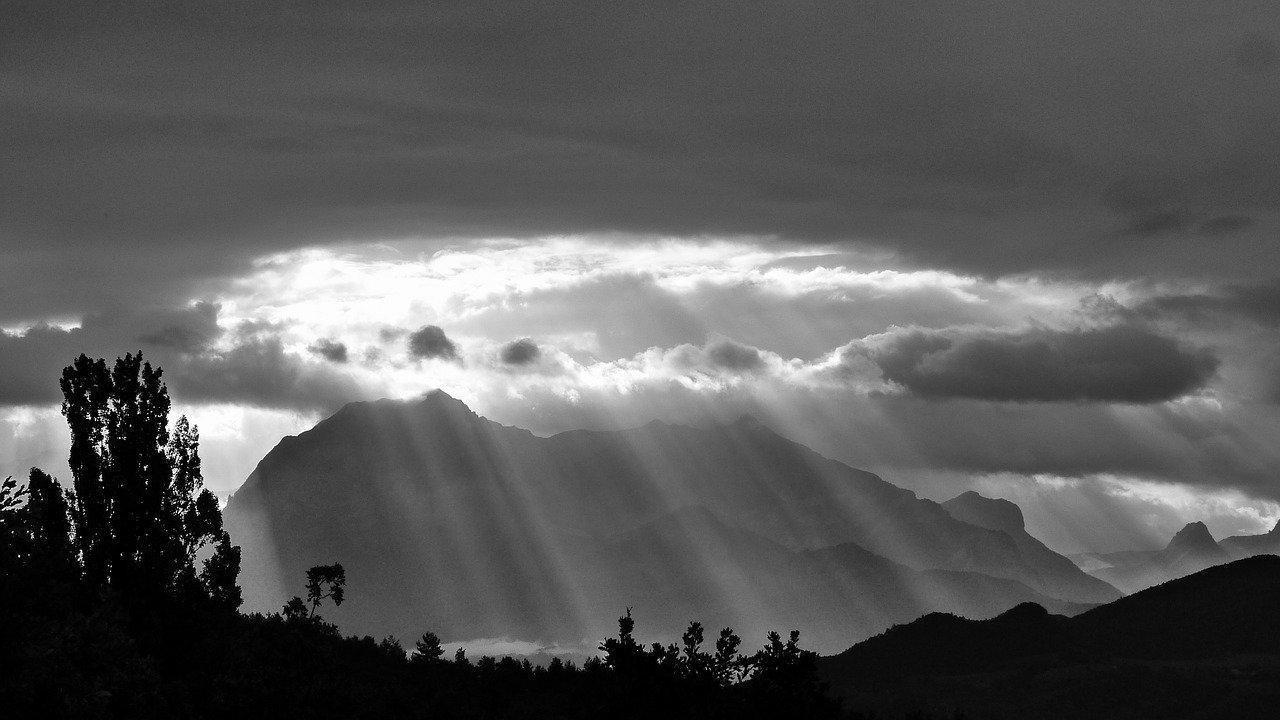 Nubarrones y rayos de sol